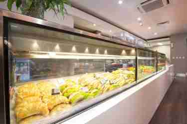 How to choose the right refrigerated display case